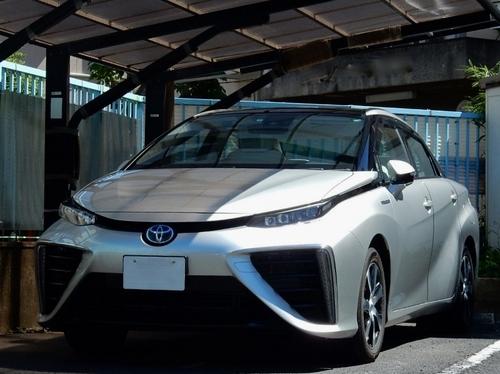 トヨタ MIRAI (800x599).jpg
